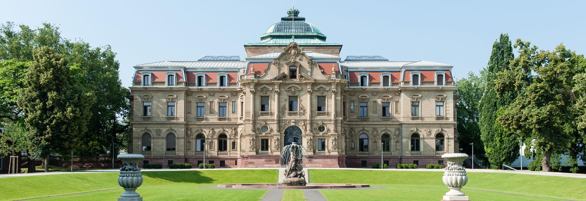 Erbgroßherzogliches Palais des Bundesgerichtshof im Sommer